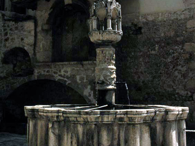 Fontecchio, 14th century fountain